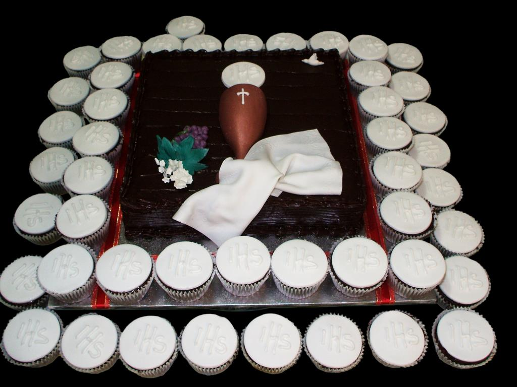 Holy Communion Cake with Cupcakes